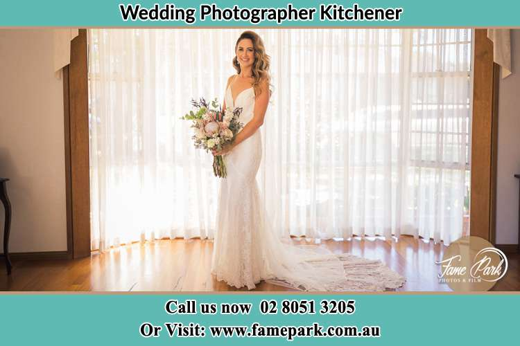 Photo of the Bride holding a bouquet of flower Kitchener NSW 2325